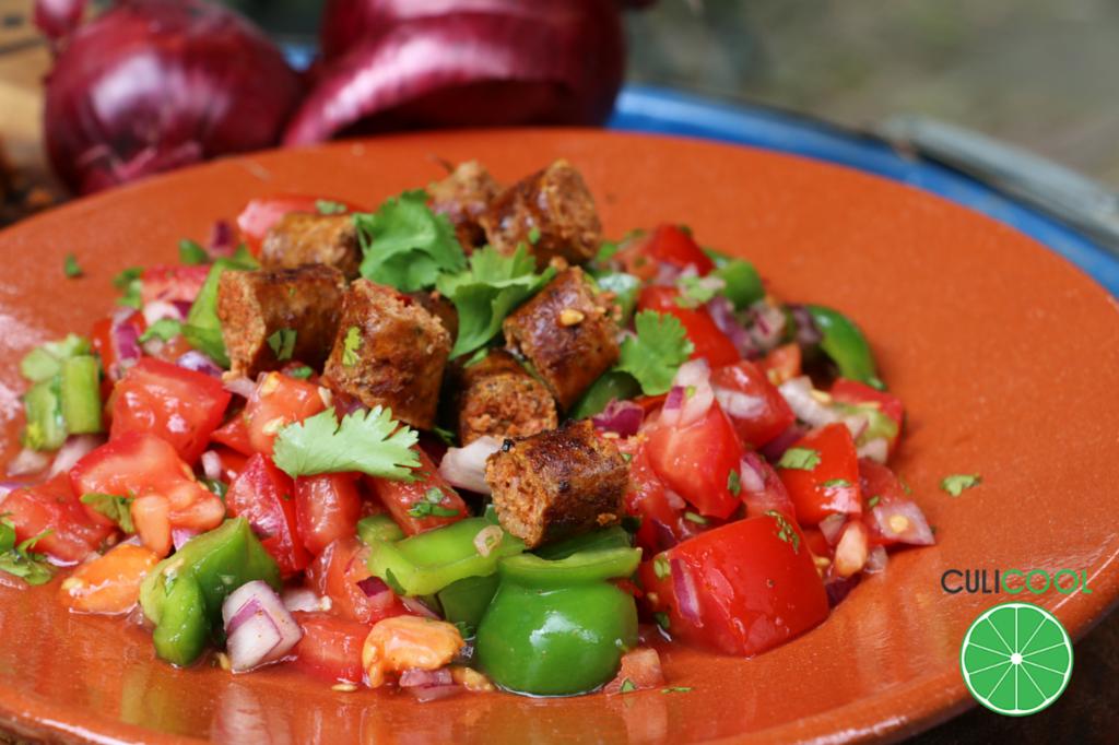 tomatensalade-gekruideworstjes-wordpress-afbeelding-2015-logo