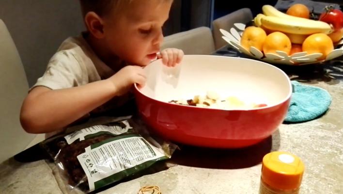 Makkelijk fruitsalade ontbijt voor jong en oud